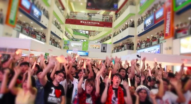 The audience hype filling Funan's atrium (Source: Let's Have A Party 2015 Video from bless4's Official YouTube channel)